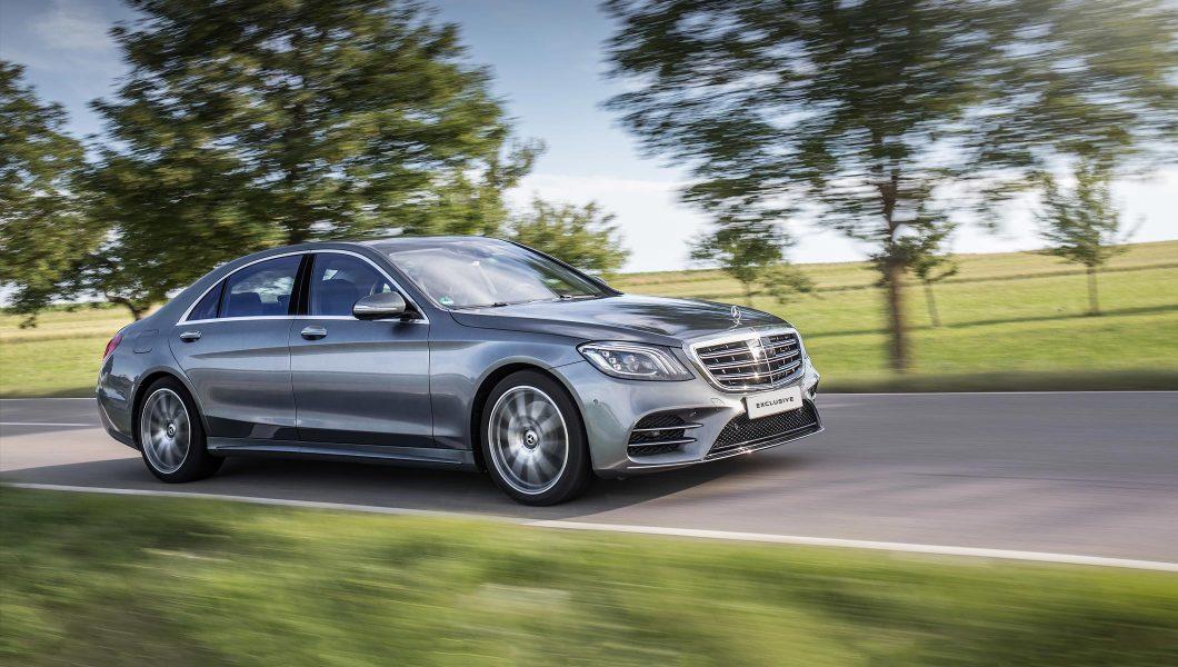 Limuzină clasa business Mercedes-Benz.